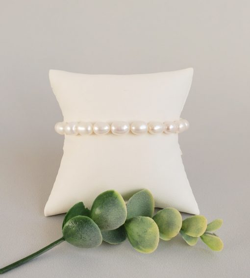 Handcrafted freshwater pearl stretch bracelet; gifts for her by Carrie Whelan Designs
